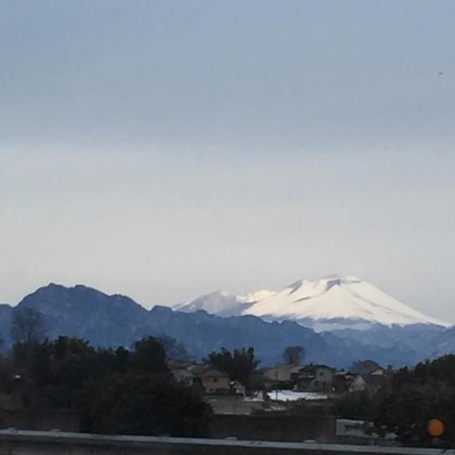 曇り空 雪化粧の赤城山 いざ雪山へ  レッツラゴー!