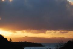 Ratharsaidh (Mrtainn) Tags: sunset lumix scotland highlands zonsondergang tramonto sonnenuntergang alba escocia naplemente alban szkocja coucherdesoleil esccia solnedgang schottland crepsculo westerross solnedgng schotland puestadelsol ecosse gnbatm lochalsh solpor auringonlasku scozia raasay skottland rossshire skotlanti skotland kyleoflochalsh zachdsoca kuzhheol broskos sunsubiro slsetur caollochaillse zpad esccia skcia  albain saulriets  ilunsenti  iskoya   lochaillse ratharsaidh gidhealtachd taobhsiarrois siorramachdrois  scoia  adolfodhanagrine machludhau
