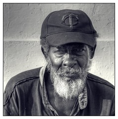 the veteran (kurtwolf303) Tags: portrait bw man beard 500v20f cuba bart streetphotography sw caribbean mann veteran cienfuegos 800views kuba omd digitalphotography karibik 900views 750views 1500v60f 1000v40f 250v10f monochromefineart systemcamera strasenfotografie microfourthirds olympusem5 mcro43 kurtwolf303