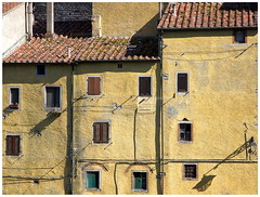 The windows of Sassetta (kurtwolf303) Tags: sassetta tuscany toscana italy italia italien fassade facade windows fenster canoneos600d architecture buildings unlimitedphotos topf25 250v10f digitalphotography topf50 topf75 500v20f flickrelite 750views topf100 800views 1500v60f topf150 2000views