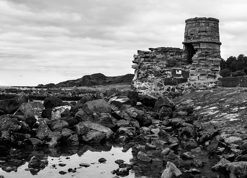 Dunure: harbor wall