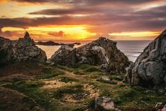 La place est libre (Francois Le Rumeur) Tags: sunset sea mer seascape france de soleil nikon brittany circus coucher bretagne cte hd paysage cirque lanscape feu roches herbe 4k finistre cailloux primel greatphotographers bretonne uhq d7100 caviardreams