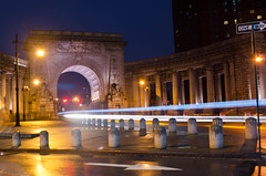 Colonnade Rays (Lojones13) Tags: light newyork architecture night manhattanbridge rays colonnade