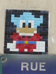 PA 0718 ractiv / Space Invader (avril 2016) (Archi & Philou) Tags: streetart mosaic spaceinvader tiles pixelart mosaque plaquederue carreau paris11 ractivation