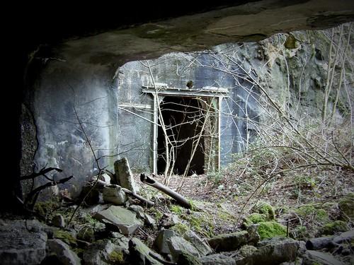 Un tunnel près de l'entrée de la base