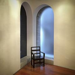 La levedad de una silla (Juan J. Márquez (de vuelta a la batalla)) Tags: color silla esquina granada museo soledad icono levedad existencialismo centrojoséguerrero