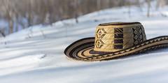 #sombrerovueltiao #vueltiao #hat #snow #sombrero #colombia #canada (Mauricio Cantillo) Tags: sun snow canada hat colombia colombian traditional icon icono vueltiao sombrerovueltiao 21vueltas