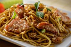 Bakmi Goreng Ayam (Art and Nature Photography) Tags: stilllife food mi noodles indonesianfood mie bakmi tabletopphotography bakmigorengayam bamigorgenkip stirfriedchickennoodles