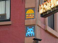 Space Invader NY_168 (tofz4u) Tags: nyc usa streetart ny newyork tile mosaic burger unitedstatesofamerica spaceinvader spaceinvaders sandwich hamburger invader mosaque artderue tatsunis cheeseburder ny168