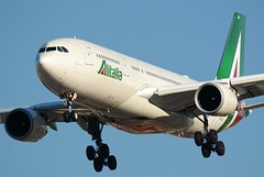 EI-EJJ (Mattia_EFA) Tags: nikon 330 airbus alitalia a330200 airbusa330 airbusa330200 sigma150500mmf563dgoshsm nikond7100