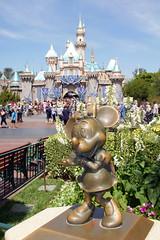 Minnie Mouse statue in Disneyland (GMLSKIS) Tags: california statue disneyland disney amusementpark minniemouse anaheim sleepingbeautycastle
