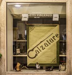 Ascoli com': un'altra vetrina . . . anni '30 (2016) (Orarossa) Tags: italy italia vetrina marche windowshop ascolipiceno ora3465 paolettivincenzo calzaturepaoletti