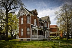 Red Brick House (Notley) Tags: house home architecture spring outdoor missouri april 2016 washingtonmissouri 10thavenue notley redbrickhouse franklincountymissouri notleyhawkins missouriphotography httpwwwnotleyhawkinscom notleyhawkinsphotography