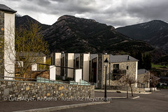 Andorra rural: La Massana, Vall nord, Andorra (lutzmeyer) Tags: pictures primavera rural sunrise photography spring europe dorf village photos pics pueblo abril images fotos valley april below baixa sonnenaufgang unten andorra bilder imagen pyrenees tal springtime iberia frhling pirineos pirineus iberianpeninsula parroquia landleben pyrenen imatges rurallife poble frhjahr vallnord ortsteil iberischehalbinsel sortidadelsol escas lamassanavallnord canoneos5dmarkiii livingmodern modernleben livingrural lndlichesleben lamassanaparroquia lutzmeyer lutzlutzmeyercom parroquialamassana residencialelbalcodelcasamanyaescas