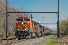 Partial Bonnet? (Darryl Rule's Photography) Tags: sun train reading spring diesel pennsylvania trains pa april ge freight buckscounty bnsf westbound catenary csx freighttrain oio csxt readingrailroad oxfordvalley oiltrain oiltrains k038 trentonsub dobryrd k03812