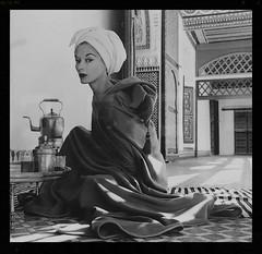 Irving Penn - Woman in Palace (Lisa Fonssagrives) (nolagrlintexas) Tags: art dallasmuseumofart olympus museums photoofaphoto dma irvingpenn oly25mm olympusomdem10