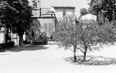 Saint Remy 2015 (Nonnismi) Tags: bw france film church bn chiesa provence francia 400asa provenza pellicola glise sainremy