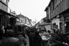 Busy market in Suzhou (Adrian Willems) Tags: china people blackandwhite suzhou market many menschen sw markt viele