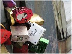 """LOVE IS IN THE AIR"" ;-) ( Sebastian A. ) Tags: love colors colours  locks forever elbe januar farben forgetting schlsser cuxhaven loveisintheair 2016 labe endlesslove  frimmer kugelbake schlos forgood verbunden kugelbakecuxhaven"