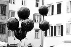 1:55 (Rafael Peñaloza) Tags: blackandwhite bw byn balloons heart image balloon trento 155 trentohalfmarathon