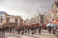 In Lhasa (Elmar Bajora Photography) Tags: china street people asia asien tibet tibetan remote himalaya centralasia lhasa topoftheworld tar lasa gebirge barkhor hochland roofoftheworld hochebene tibetplateau   autonomeregiontibet tibetanautonomusregion