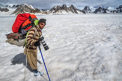 Trekking On Snow Lake, Biafo Hispar Snow Lake Trek, Central Karakoram National Park, Gilgit-Baltistan, Pakistan (Feng Wei Photography) Tags: travel pakistan mountain snow expedition horizontal trek landscape outdoors asia cloudy adventure karakoram snowlake pk porter colorimage karakoramrange indiansubcontinent snowlaketrek gilgitbaltistan remoteposition lukpelawo centralkarakoramnationalpark