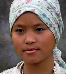 Young tribal girl (Linda DV) Tags: street travel portrait people india face canon children geotagged child candid culture tribal clothes kind tribe ethnic minority 2008 discovery enfant sevensisters tribo stam arunachal ethnology tribu worldtravel stamm travelphotography  trib godak trib 7sisters arunachalpradesh heimo travelportrait northeastindia ziro stamme daporijo pokolenia powershots5is minorit  minderheid exploretheworld  lindadevolder  lowersubansiri plemena pokolen