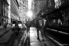 Dazzled in NY #1 (Daniel Moreira) Tags: street new york city nyc light people bw usa sun white ny black luz sol branco america buildings pessoas manhattan united pb preto eua rua states dazzle estados edifcios unidos encandeado
