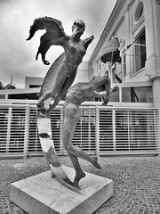 Beaulieu-sur-Mer Statues (Youkena92) Tags: people blackandwhite bw france art monochrome statue dance couple cotedazur power emotion body beaulieusurmer frenchriviera femalebody malebody