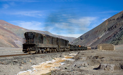 Is there a locomotive under all that dirt? (david_gubler) Tags: chile train railway llanta potrerillos ferronor