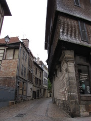 IMG_9146 (NICOB-) Tags: troyes ruelle monuments maison rue centreville aube colombages