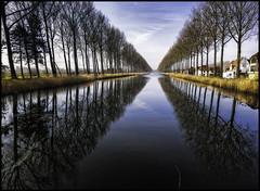 Damse Vaart (glessew) Tags: trees reflection canal bomen belgium belgique belgië arbres westvlaanderen kanaal belgien vaart reflectie reflektionen vlaanderen spiegeling damsevaart bäumen spieglung hoeke