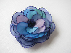 Blue tones rose with contours in violet - hair pin (simutes) Tags: blue green rose hair turquoise azure violet etsy hairpin silkpainting accessory cheveux silkflower bobbypin barrettes flowerhairpin fleurensoie