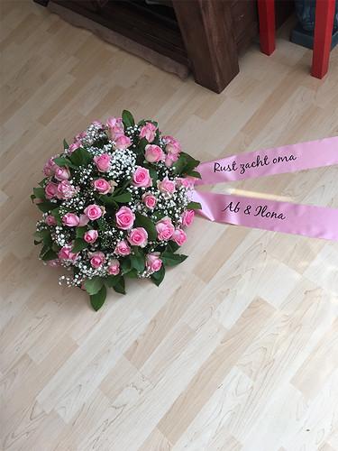 100mm roze rouwlint met zwart bedrukt