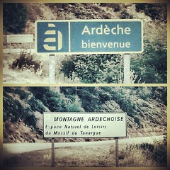 #welcome #Ardche #littlemontain #river #07 #France (danielrieu) Tags: france river welcome 07 ard uploaded:by=flickstagram instagram:photo=257710268242634211186911192 littlemontain