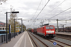 20160430 DBC 189 023 + UC, Apeldoorn (Bert Hollander) Tags: type loc rood trein apeldoorn apd bont dbc verschillend dbcargo eloc br189 goederentrein unitcargo omgeleid 189023 45746bhkfhn