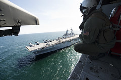 160413-N-PS473-052 (U.S. Department of Defense Current Photos) Tags: wasp helicopter usnavy atlanticocean underway seahawk lhd1 usswasp amphibiousassaultship mh60s amphibiousreadygroup aircrewman