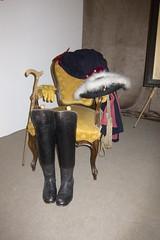Boots and hat of Frederick the Great (quinet) Tags: germany toy flats spielzeug soldaten 2012 jouets soldats kulmbach tinsoldiers spielwaren castleroad burgenstrase plassenburgcastle zinnfigurin plassenburgzinnfigurenmuseum