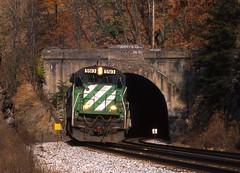 CSX0249 (ex127so) Tags: 2000 tunnel doe wv randolph gully csx c307