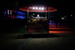Dsseldorf - Brezelsrand (Mike Stolarow) Tags: color nacht brezel farbe wagen schirm