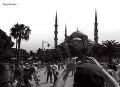 B&W (SergioCastroPhotography.) Tags: world plaza viaje people blackandwhite bw travelling art blancoynegro tourism turkey square fun happy photography photo asia europa europe place gente artistic sony country pic visit istanbul mosque bn mezquita moment turismo estambul turquía país