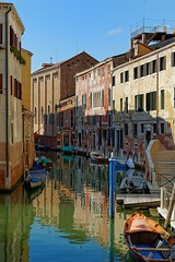 Venice : Light and Shadow on the Santa Fosca rio (Pantchoa) Tags: rio canal nikon eau faades bateaux nikkor venise reflets italie barque santafosca vntie d7100 1685mmf3556edvr pontefosca