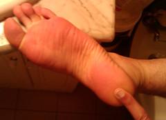 IMG_20160430_170909 (allroundeye) Tags: male feet barefeet wrinkles soles bigfeet malefeet solewrinkles wrinledsoles
