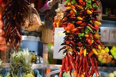Sabor (waltgire) Tags: barcelona chile color de pepper la market bcn mercado pimiento fantasma boqueria picante mercat pimientos sabor jalapeo guindilla merqat