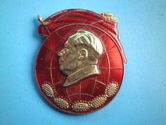Popular in the world   (Spring Land ()) Tags: china badge mao    zedong