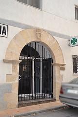 Portalada i escut al carrer de la Creu, 22, Miravet (esta_ahi) Tags: espaa spain tarragona miravet escut riberadebre farmcia  portalada ipa39605