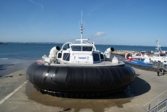 GH2142 Solent Express departing Ryde 2011-05-21 (2) (SewKneeAid) Tags: hovercraft ryde bht130 hovertravel solentexpress gh2142