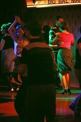 la luz que nunca se apagar (paseando...) Tags: rock 50mm amor swing balboa baile nen