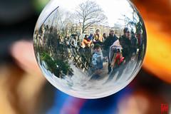 Boule en cristal...en acrylique (mamnic47 - Over 5 millions views.Thks!) Tags: boisdeboulogne jardindacclimatation jongleur img5695 bouledecristal misterf dimanchedepques 27032016 artistederuefred fredperformer artistejongleur