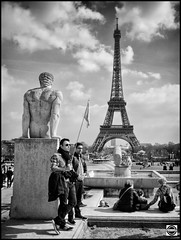 Paris snapshot Segway tour - Trocadro IV (nobru2607) Tags: paris monochrome 28mm streetphotography snap nb monochrom sreet ricoh bwphotography grd3 grdiii